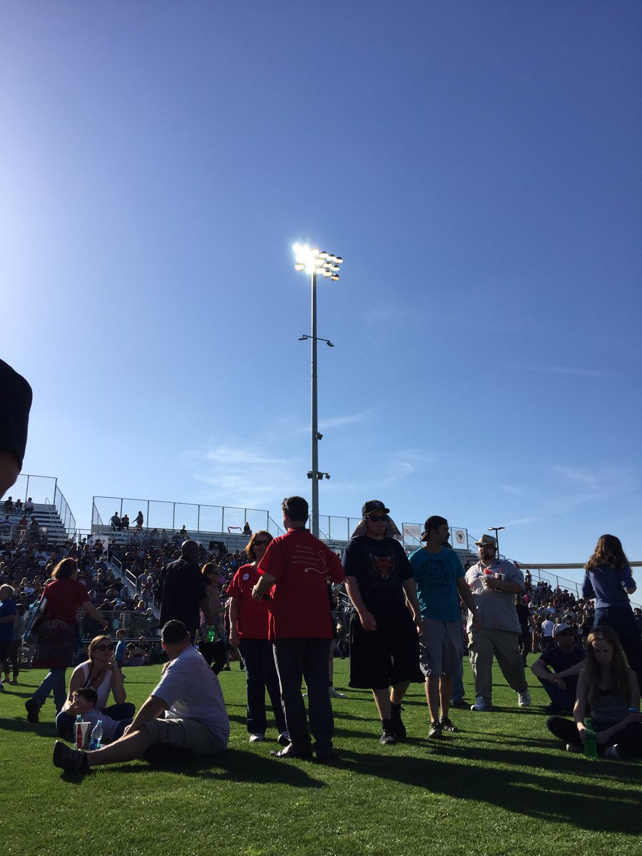 @People4Bernie Stadium filling up in Sacramento, CA. Line is massive! https://t.co/uyz3F4rLS2