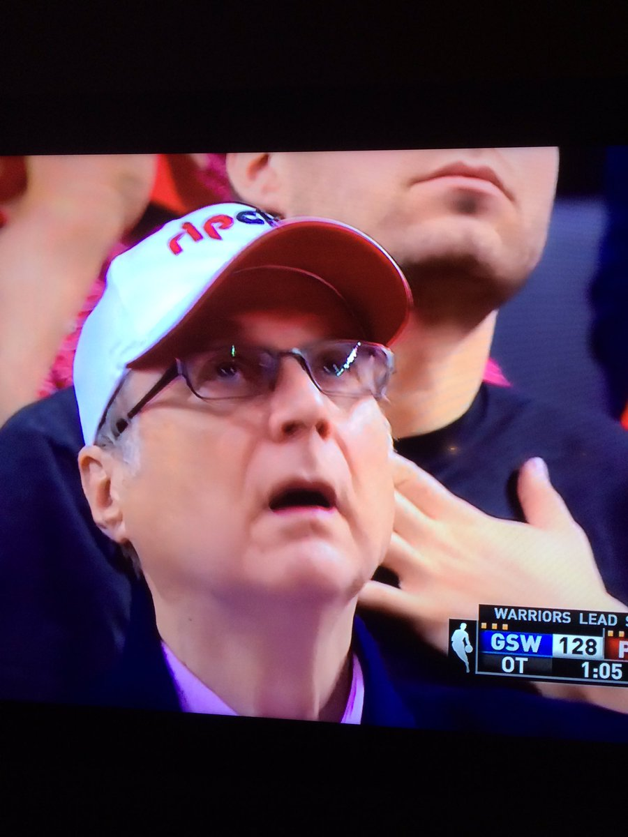 Blazers owner Paul Allen in disbelief after seeing Curry drop 15 of Warriors 17 pts in OT. https://t.co/kiSPjmBfMo