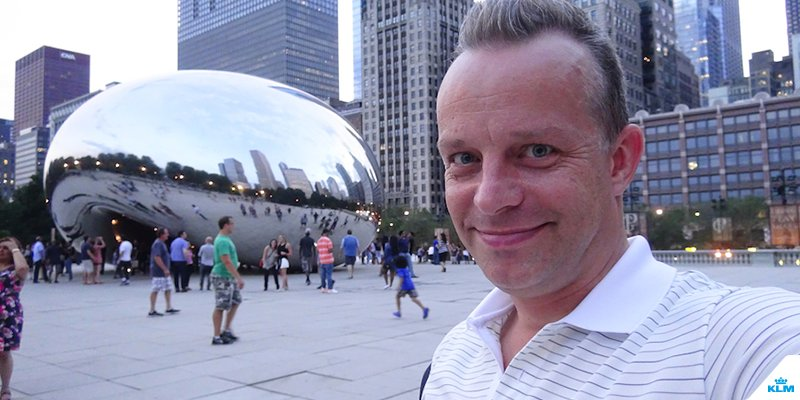 Follow cabin crew member Diederik during his video report on Chicago.