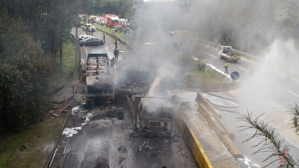 Carabineros confirmó un fallecido en violento choque en el túnel Los Gemelos en Viña https://t.co/dU1pd8X5KQ https://t.co/o9TtVy8xaK