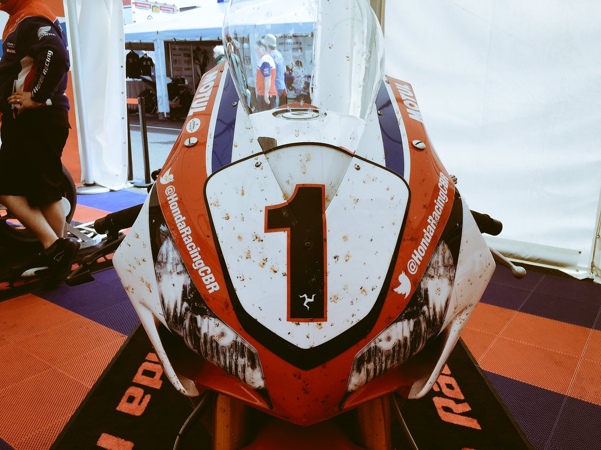 This is what clocking 200mph through the speed trap looks like at the end of a session #NW200 #fireblade https://t.co/sBsvqwPHkW