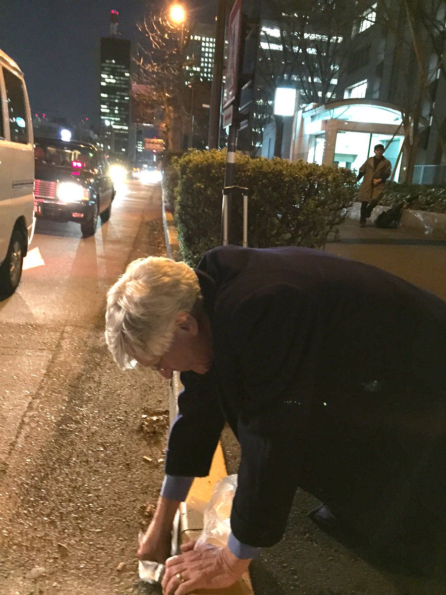 Arnie Gundersen measured 4,000 Bq/kg on a Tokyo street outside METI, Japan nuclear regulator...Olympics anyone? https://t.co/TREXYQcEoj