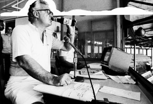 Harry Caray holds the record for the most consecutive games broadcast by a single announcer at 7,000! Holy cow! https://t.co/nQp0TDbgnC