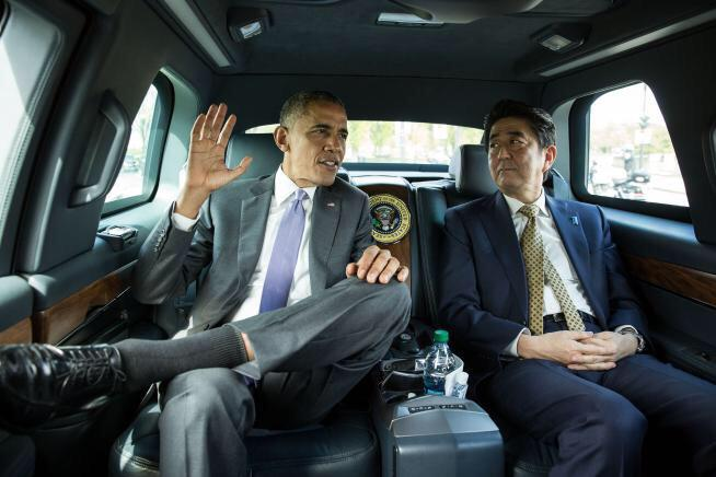 「で?お前はいつ真珠湾に来るの」 「いやワタクチはケーザイが忙しいので」 「お前の国だけリーマンショック級だもんな」 「ですです」 「で?南京にはいつ行くの」 「だから忙しいので」 「あんなに外遊してるのにか」  https://t.co/bpWuXgUFAD