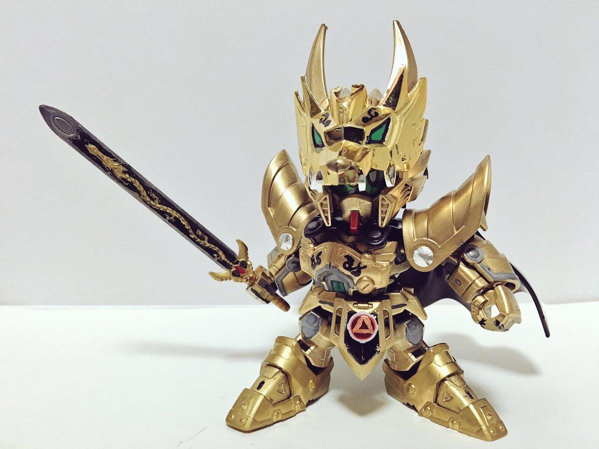 【魔戒騎士ガロガンダム:2】武器は「牙狼帝剣」一本のみ。武器の力のみに頼らず己が修練により会得した技を使うタイプ。必殺技
