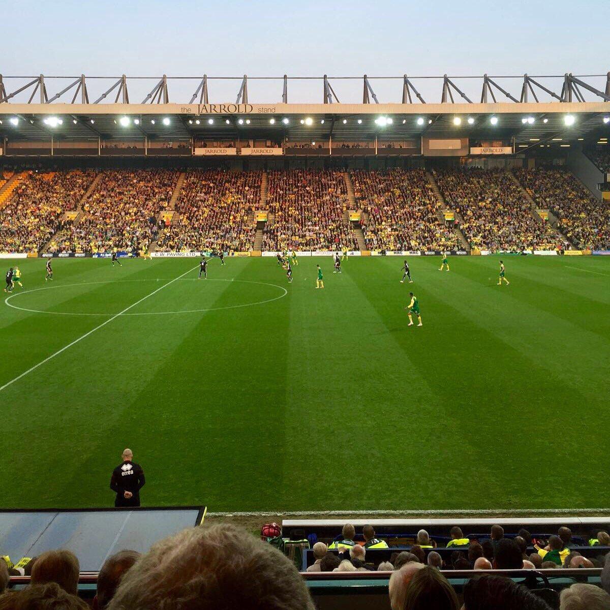 Lovely night at @NorwichCityFC v @WatfordFC ☀️ #ViolaFC https://t.co/r5LEeAkeyB
