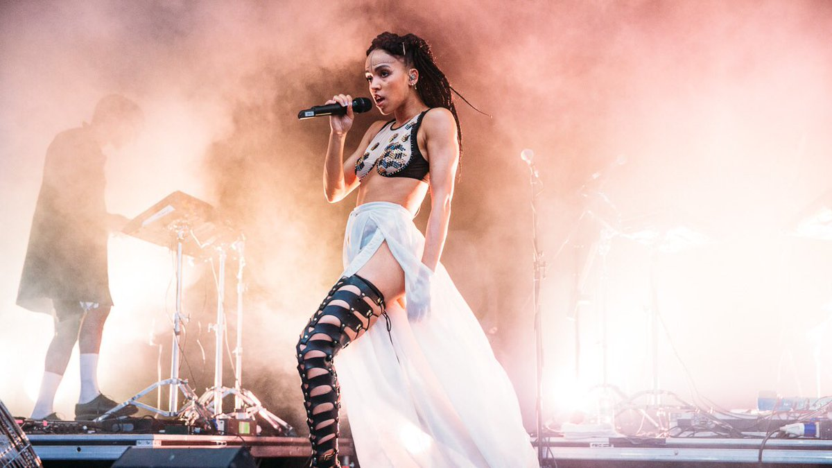 WCW • The mesmerizing FKA Twigs performing wearing the #ZanaBayne 'Thigh High Cut-Out Bootstraps' ✨ https://t.co/JTeKAnvr0o