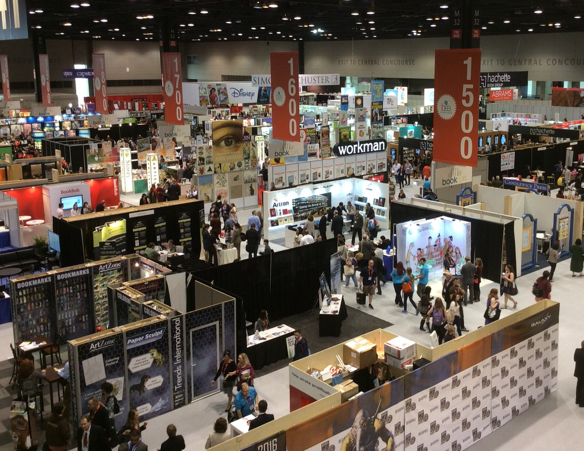 BEA 2016 has officially begun and the crowd here in Chicago is excited to see the Show floor! #BEA16 https://t.co/3RMdTKrxFW