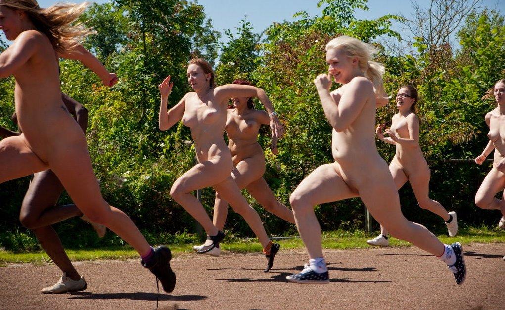 Бегущие Обнаженные Женщины