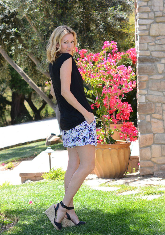 """Can't stop...won't stop w/ the @cabiclothing """"boxer shorts""""! SO comfy & cute! https://t.co/gPLoyXE3k5 #cabiclothing https://t.co/32yeRoRGwD"""