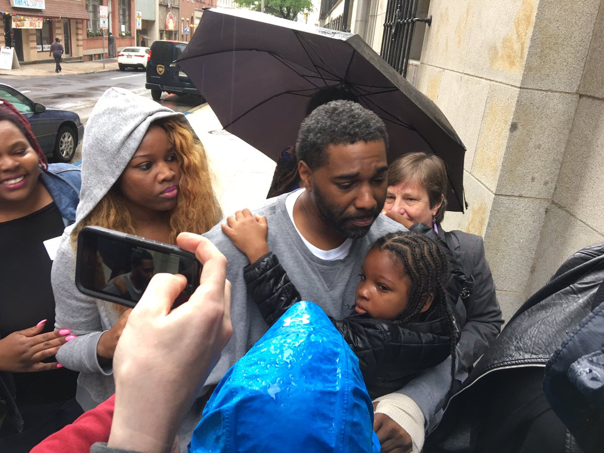 Malcolm Bryant just released from jail after DNA evidence clears him of 1998 murder conviction. https://t.co/t9AEsqrkQd
