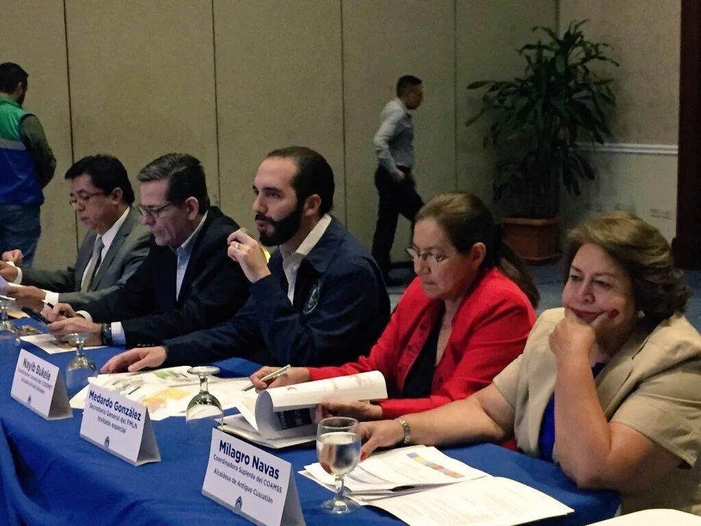 Alcalde @nayibbukele preside consejo metropolitano contando con Norma Guevara (FMLN) y Jorge Velado (ARENA). https://t.co/ydUceoyq4T