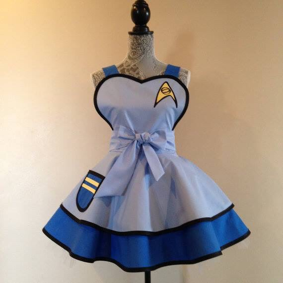 Ohmygod @bunnyjennyjade linked me to these aprons... I NEED THIS STARFLEET APRON!!! To boldly go... To