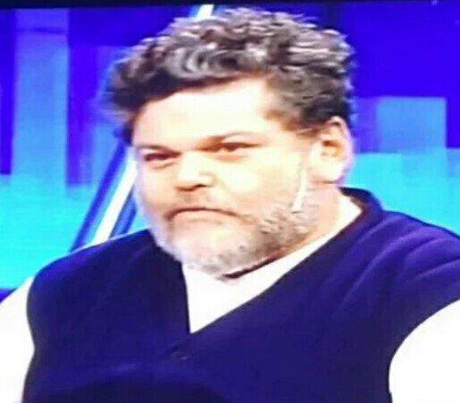 Pensar que Macri no roba porque es rico es como pensar que Alfredo Casero no come porque es gordo... https://t.co/OVJoIZ5d02