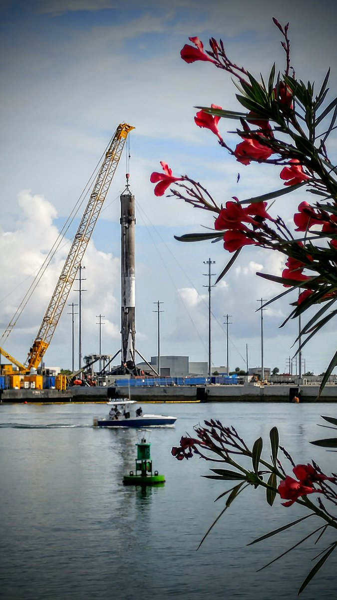 She's still got legs. SpaceX Falcon 9 1st stage at Port Canaveral from #JCSAT14 launch. #CapeLife #Falcon9 #SpaceX https://t.co/4CtNgzgCxR