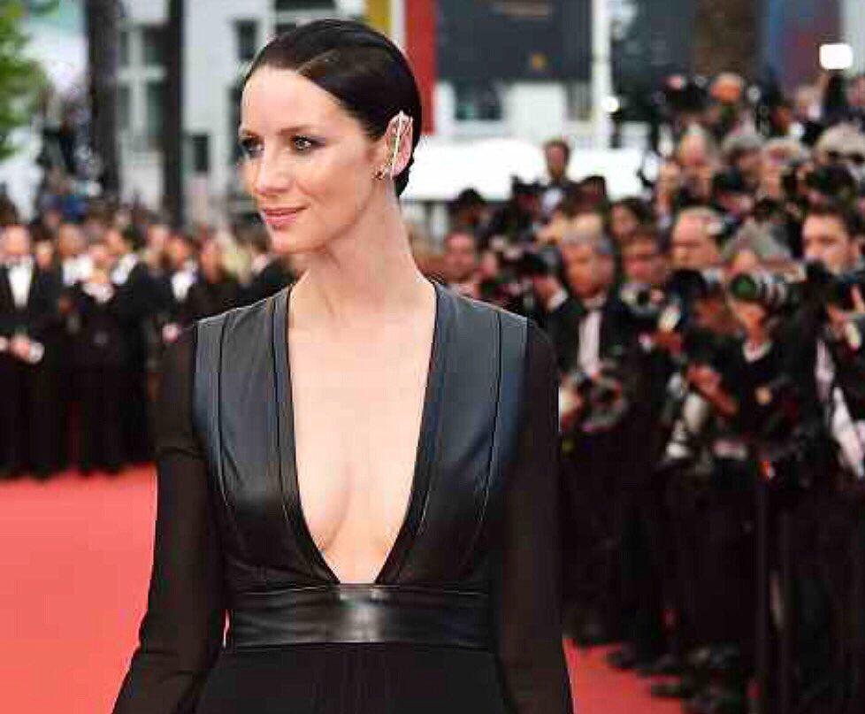 Sleek & modern goddess! @caitrionambalfe at the #MoneyMonster premiere #CannesFilmFestival.