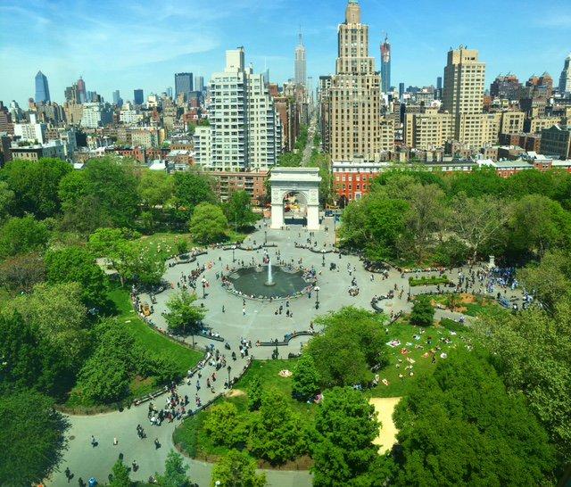 The Washington Square Park fountain is finally open! #HelloSummer ☀ https://t.co/16PgRUwo1A