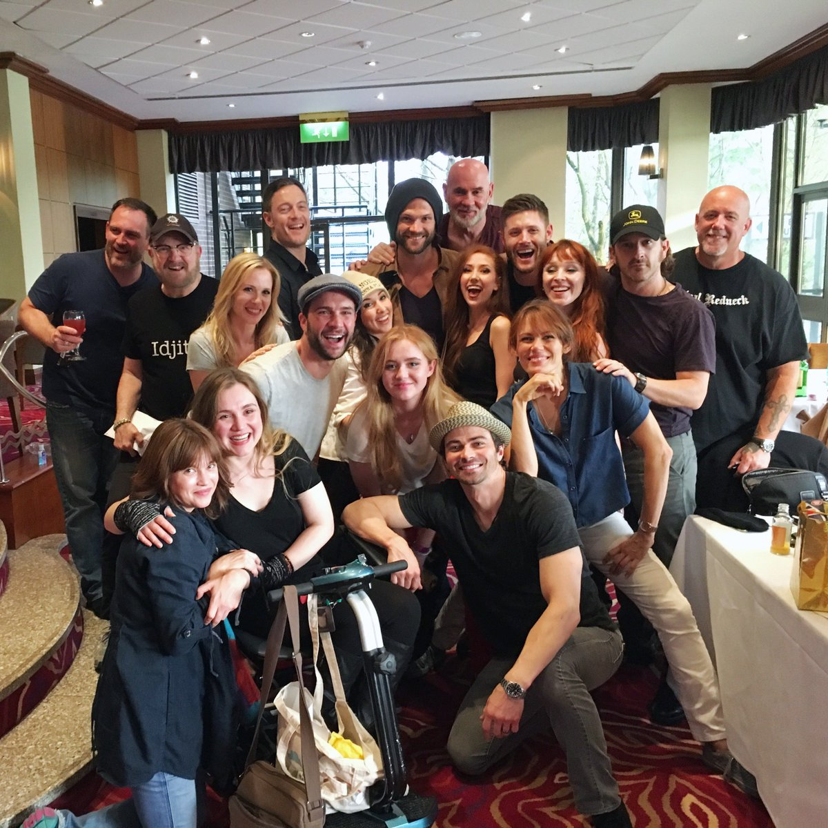 Amazing time at #Asylum16!  Such a talented and loving cast. Hope to see y'all again soon. ♥  @CW_SPN https://t.co/YJbedBPgFM