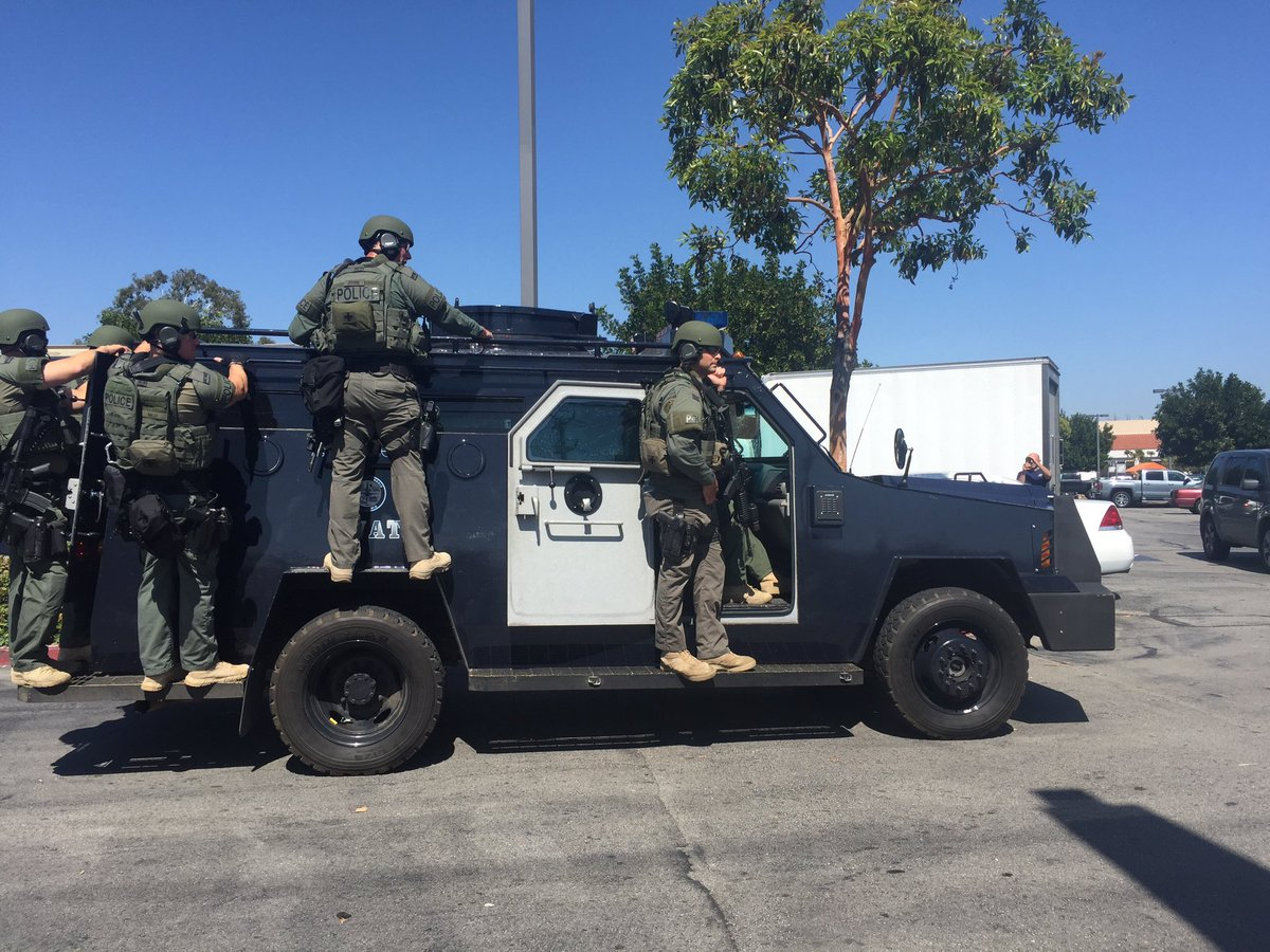 Photo: Glendale, Calif., SWAT Team Responding To A Fraud Suspect Barricaded  In An Office Building   @atchek