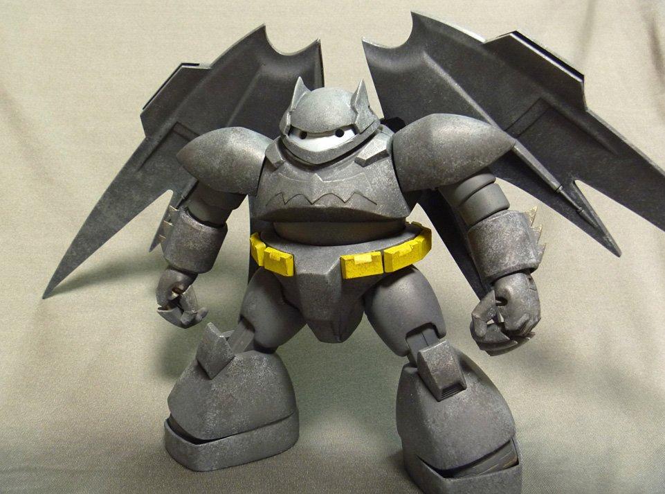 バットマン(ゴッグ改造ベイマックス風)です。背中の羽根はホビーショーで入手したガンプラのジャンクパーツ。映画が盛り上がってるころに完成させたかった。 https://t.co/vR0qZsE0Uv