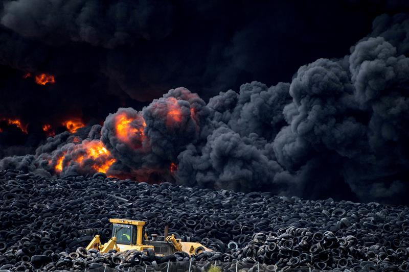 """El hollín del incendio de Seseña tiene compuestos """"cancerígenos"""", según CSIC https://t.co/ph174ifqyU vía @efeverde https://t.co/noIJ0NjyU9"""