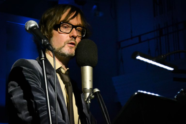 AND we've got the first play of NEW MUSIC from Jarvis Cocker! His first release since 2009! @pulp2011 https://t.co/HzAXwrGFLx