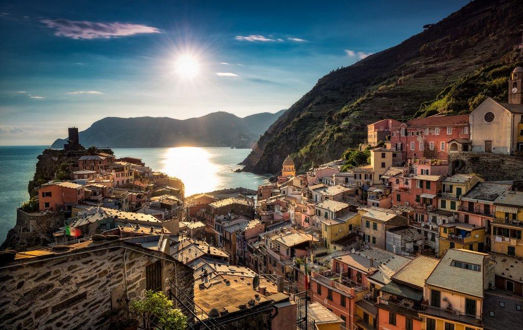 Vernazza, Cinque Terre, Provincia Della Spezia, Liguria, Italia https://t.co/qqaR5vuckD