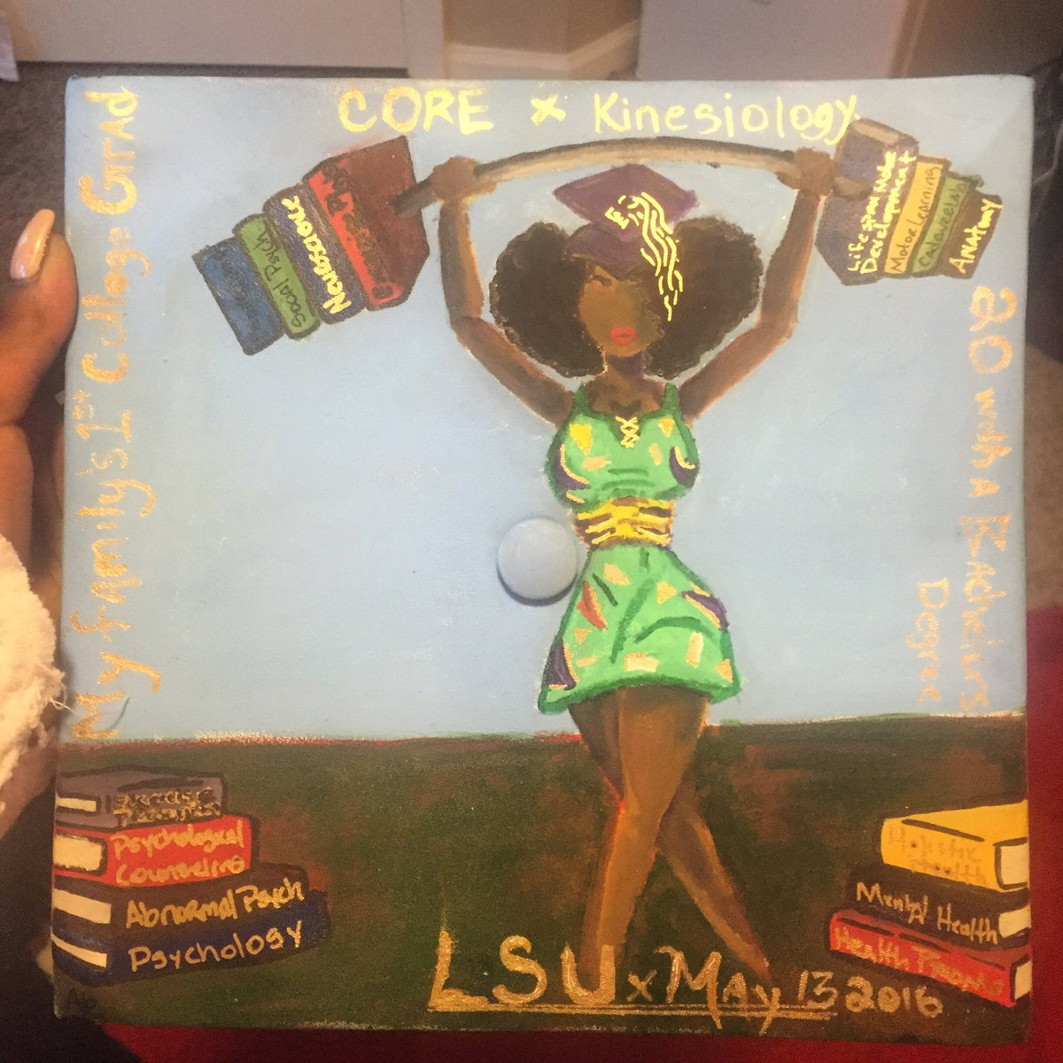My grad cap, done by @bigzaddy_zigg !!!! Loved it!#heyblackgirl #blackgirlmagic #melaninBABY https://t.co/T4RYG6IreS
