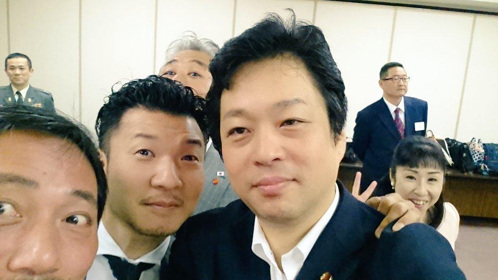 古巣である、大阪防衛協会 青年部 総会 に参加した。懇親会では、素晴らしい仲間と大いに語らいあった。#大西宏幸#大阪防衛協会  #青年部#防衛 #自衛隊#安全保障#仲間たち#本会議#財政演説#日本弁護士  #政治連盟 #大阪支部 https://t.co/9beY47vgOM