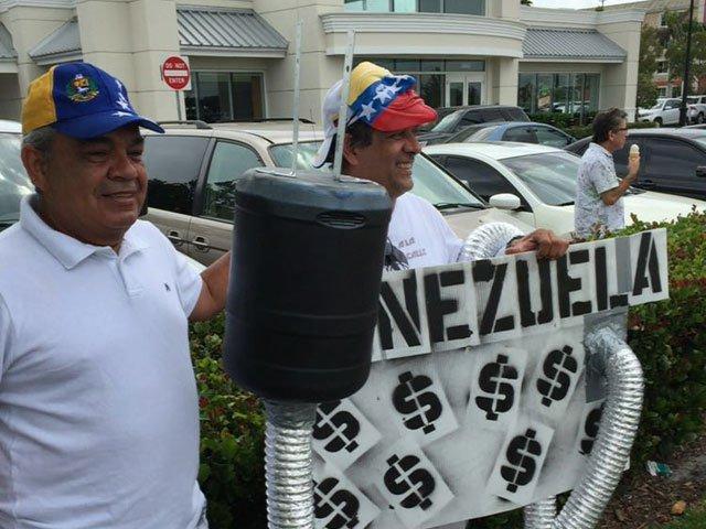 "Miami, el paraíso para ""300boliburgueses"" https://t.co/5IYC6owEND https://t.co/26qjljHd6D"