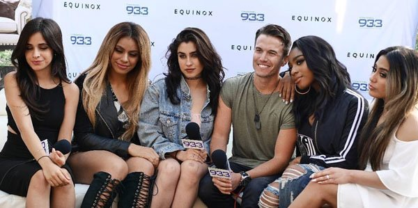 What happens when @FifthHarmony sings backstage https://t.co/wwiZNviU6j ?  This!  #933SUMMER is about to start! https://t.co/XwB7lh5K2E