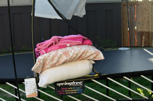 Have a trampoline? Enjoy movie night outside with 5 simple steps! #simply5 AD https://t.co/LiWV8M3mPO https://t.co/A9dPst0aDI