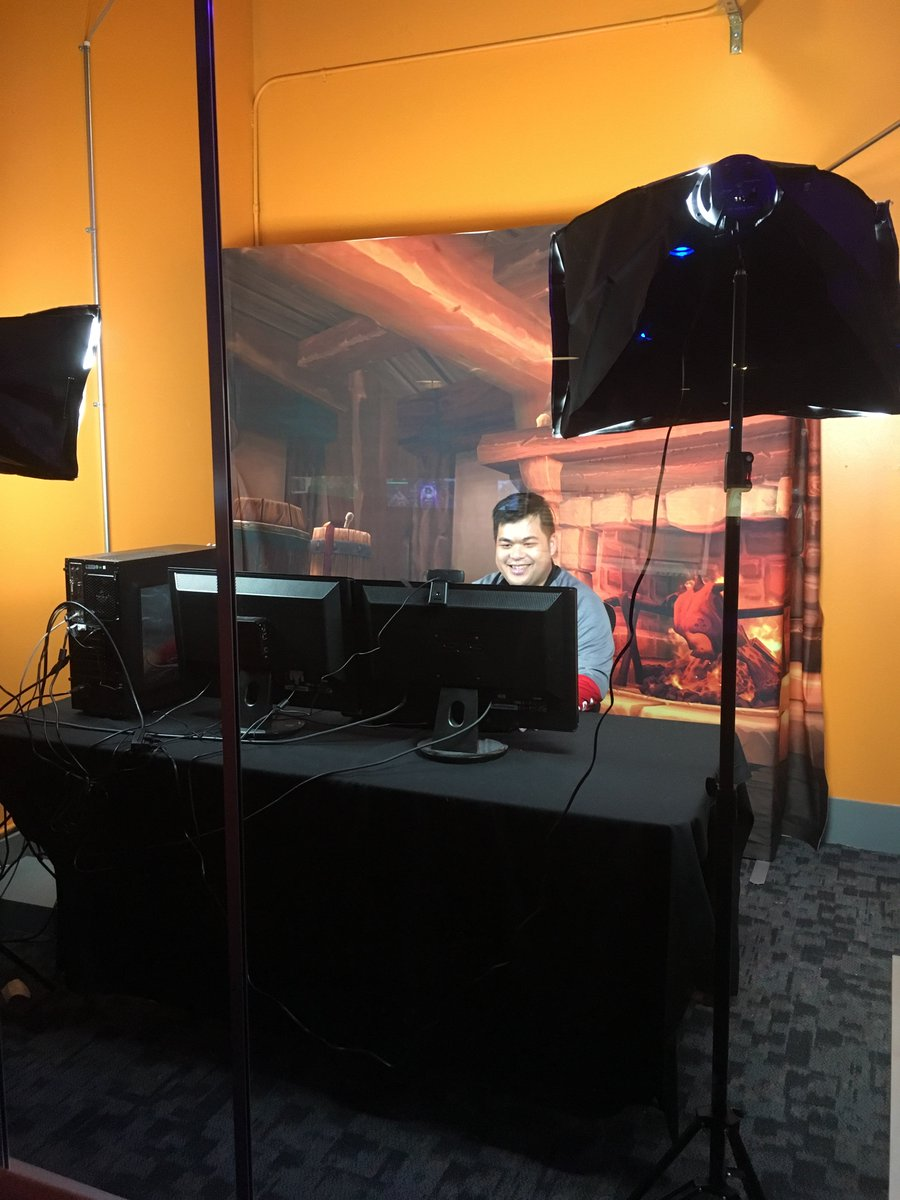 So happy! My only opportunity to be behind the big desk! #HCT https://t.co/NuolcLwbFT