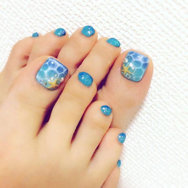 フットネイル デザイン 夏 ブルー
