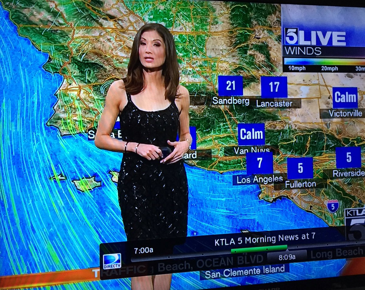 They made her put on a grey cardigan sweater - ON AIR. After they told her nobody likes her dress - ON AIR @KTLA https://t.co/w5HCiKPxvO