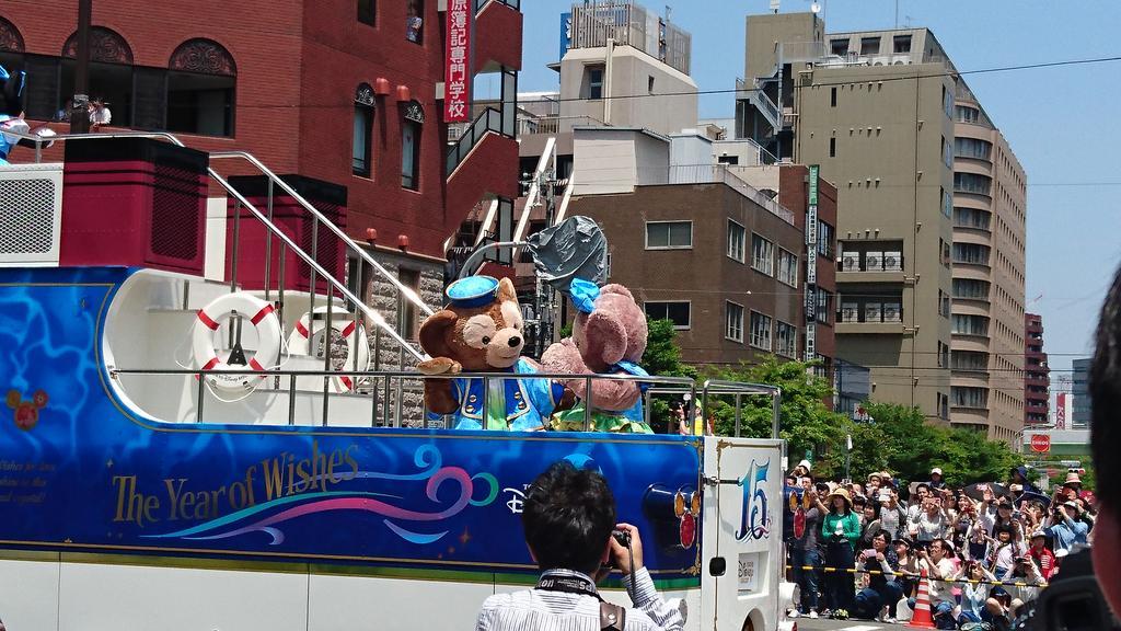 神戸まつりのパレードにダッフィーとシェリーメイもきてたwかわいー♥ https://t.co/2YfQ5NG9MI