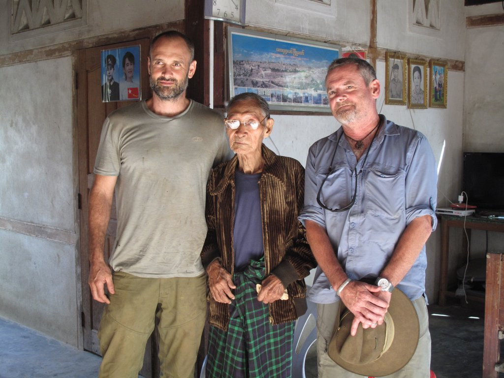 Tonight at 8pm @BBCTwo catch @TouchingTheVoid  & I for the final part of our adventures in Burma #SecretJungle https://t.co/C8H7KZuMnf