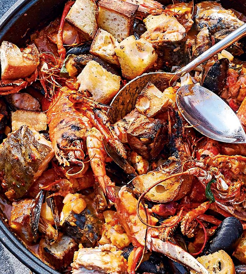 Mix up #Sundaylunch with this shellfish cassoulet by @jamesmartinchef  https://t.co/TPxhDF7Ewr https://t.co/QRJuDfdgE6