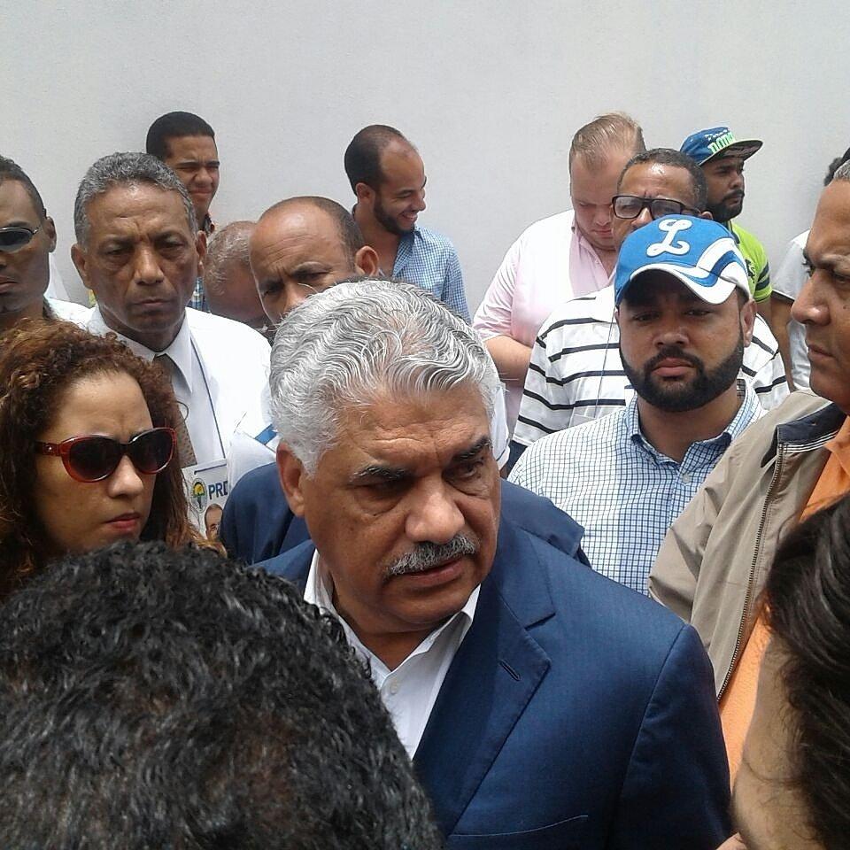 #TNVoto2016 Abuchean a Miguel Vargas, calificandolo de traidor al momento de ejercer su derecho al voto https://t.co/ExaUa8zYSB