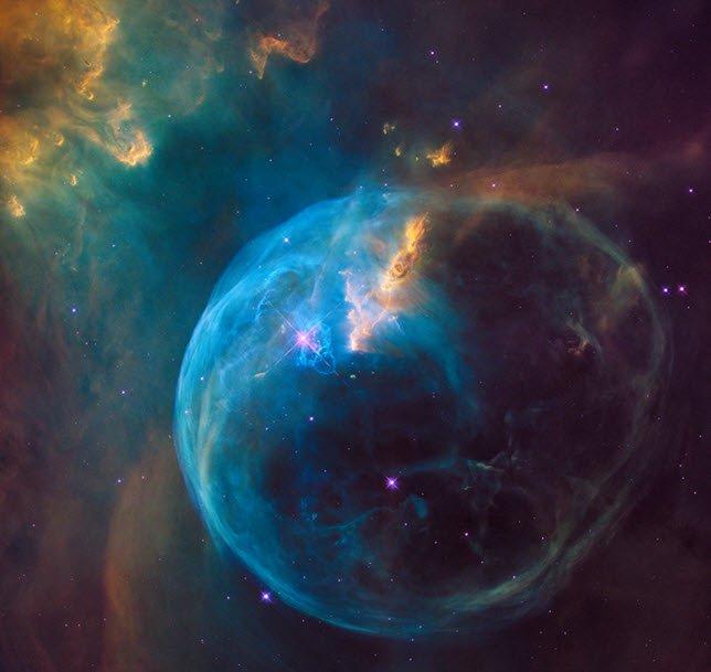 Hubble Telescope images the Bubble Nebula https://t.co/pEsxsctG0o https://t.co/XYmN3UVn3E