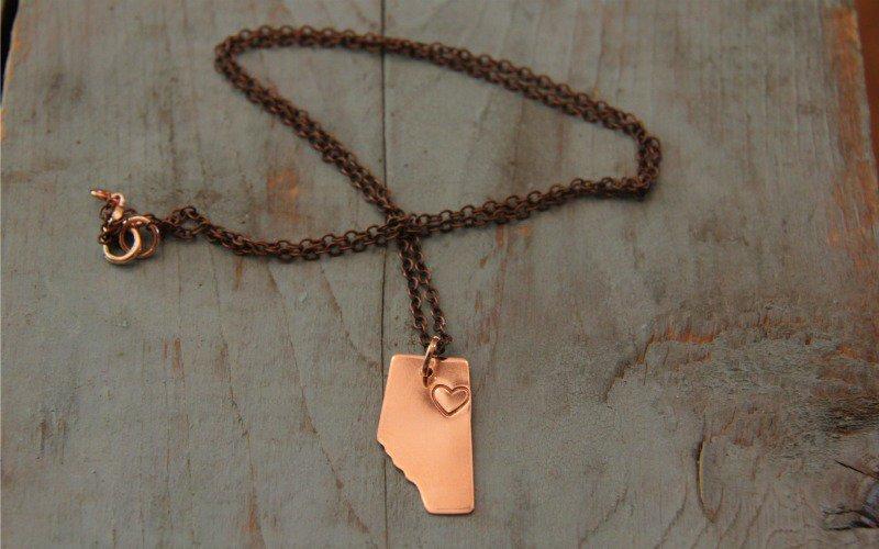 Edmonton designer makes jewelery with Fort McMurray's heart in mind. https://t.co/iMJG4p7BbH #ymmfire #yeg https://t.co/kKDcK9kmW0