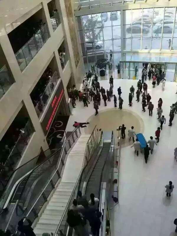 坦然面对生死了。RT @iyouport_news: 中国梦~常州中医院,病人没钱治病,跳楼了https://t.co/Y6bxye0MA1