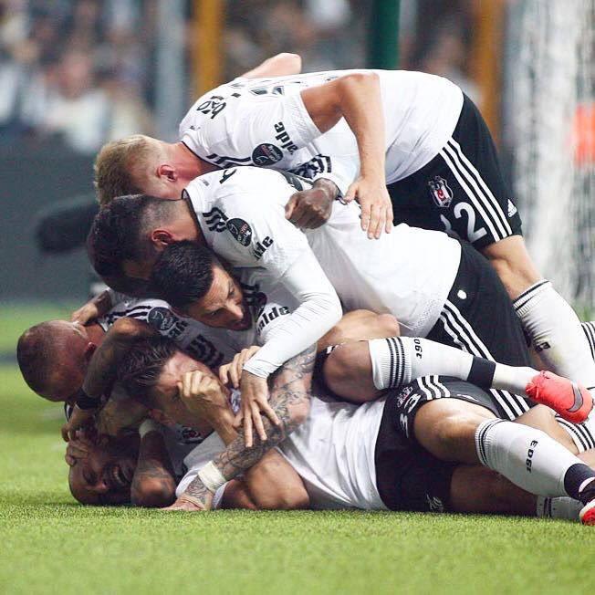Şampiyon! #Besiktas #blackeagle #bjk #happy https://t.co/oRYGJBtcFr