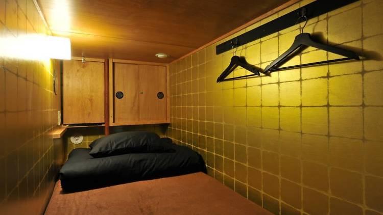 茶室で眠る。新感覚カプセルホテル『カオサン東京サムライカプセル』浅草駅から徒歩1分にて。https://t.co/sv7u3njPox https://t.co/X1BYomqkwZ
