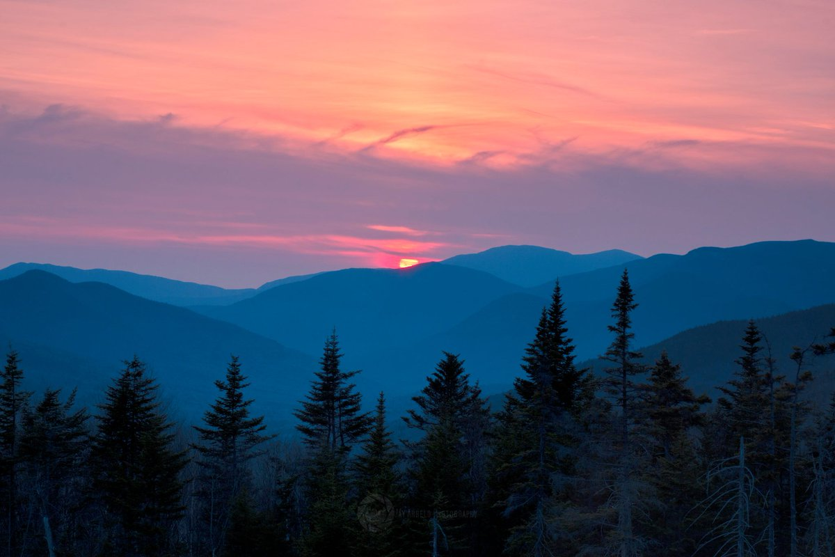 Tonight's beautiful view along the Kanc is courtesy Jay Arbelo Photography. Where's your favorite #NH scenic spot! https://t.co/vZSR8nQZ5f