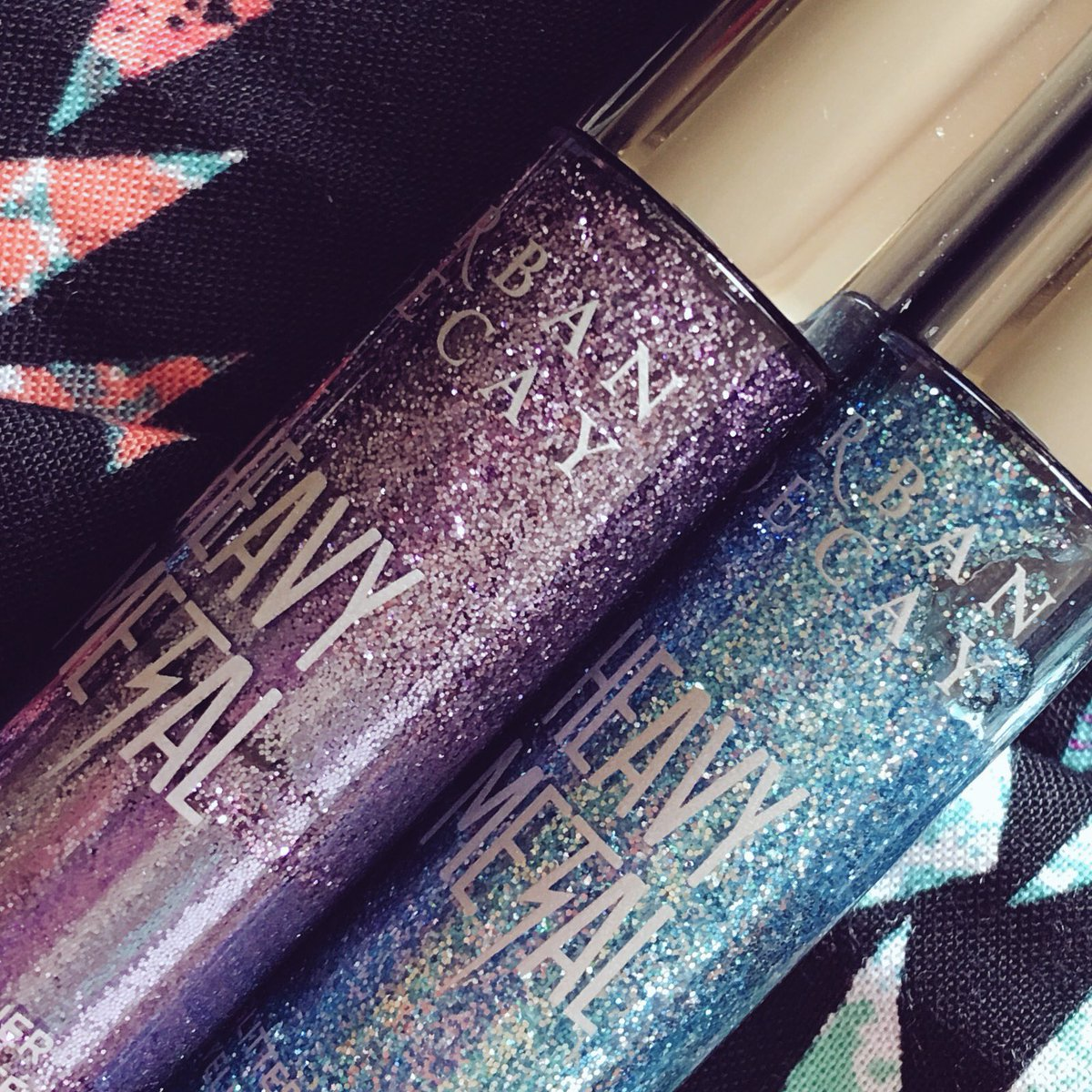 """Everyone has an obsession.. Mine just so happens to be @UrbanDecay's """" Heavy Metal """" glitter eyeliner. #ShineBright✨ https://t.co/DiOom9S3oL"""