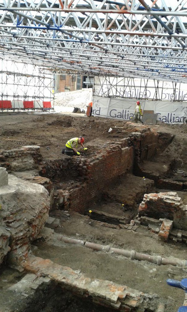 Today we've been visiting @MOLArchaeology 's excavation of Shakespeare's Curtain Theatre. Fab site. More in CA 316! https://t.co/PVsR0ohetC