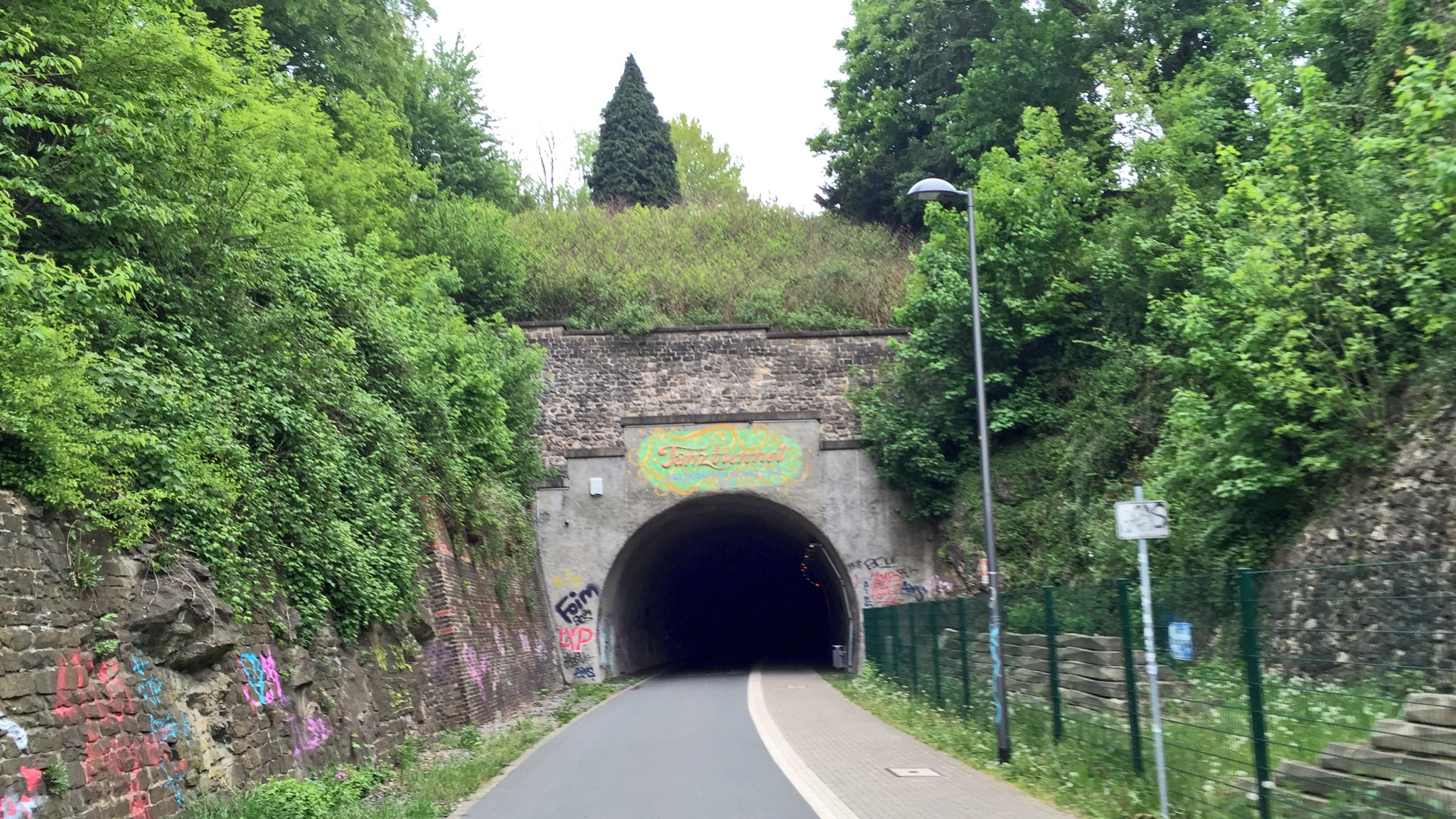 Love that shit. Trassen Tour durchs Bergische ins Ruhrtal. 162,5km in 06:15h. #comebackstrongerthanever https://t.co/YKdrWW93m0