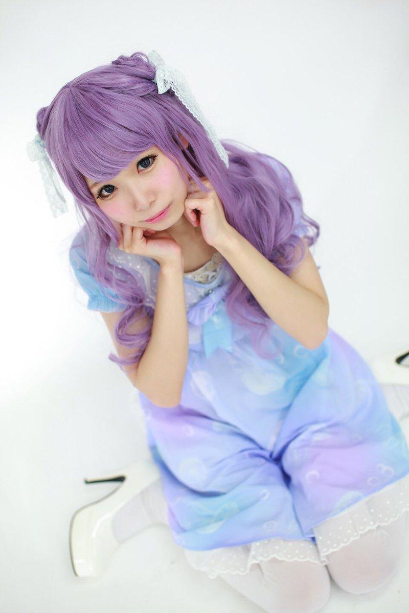 姫宮まほれさんの写真とつぶやき:ゆめかわちゃん\( *´•ω•`*)/✨🐳 クラゲワンピース💜💗 3枚めのぶりっこポーズ、、笑 はじめての紫ウィッグでした! こーゆーの着てみたかったから、 とても楽しかった😊 https://t.co/KCo4SqqMUr