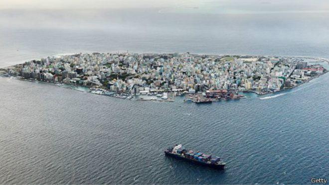 This is Maldives (298 km²) w/ total population of 341,000. They cut diplomatic ties w/ Iran! #NoComment #WeDontCare https://t.co/XzaYDdzRJc
